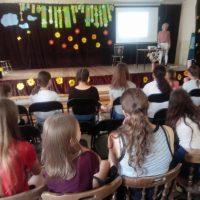 MIEDZY NAMI KOBIETKAMI – Program edukacyjny dla dziewcząt klas 6
